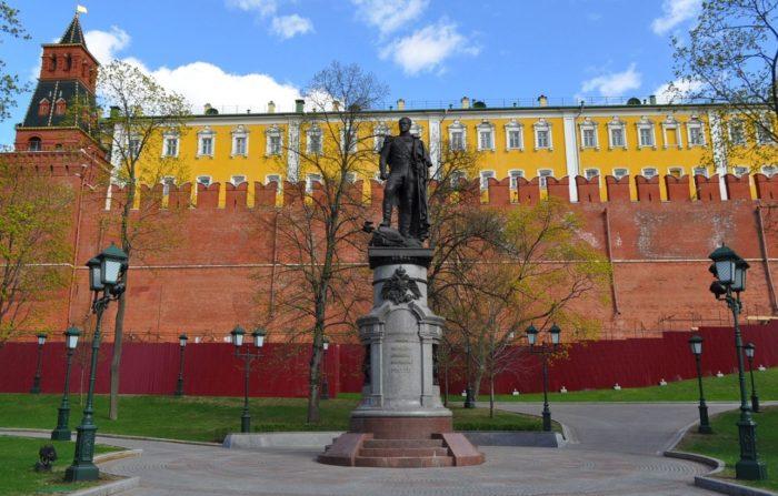pamyatnik-aleksandru-I-700x447
