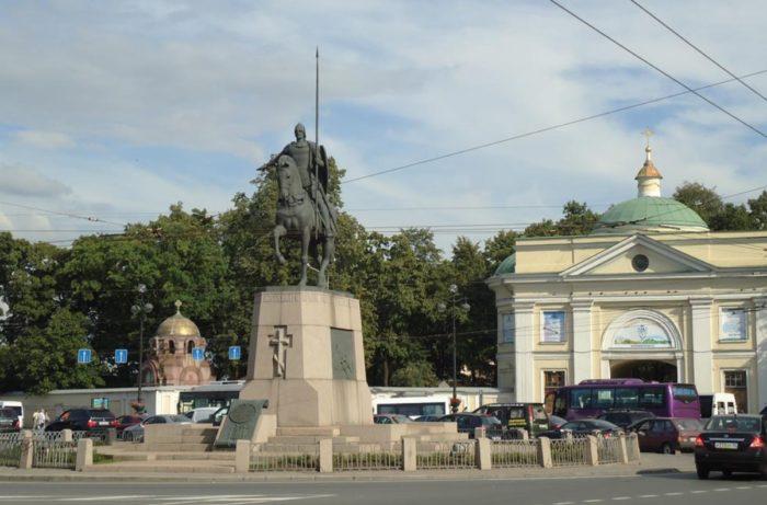 pamyatnik-aleksandru-nevskomu-700x461