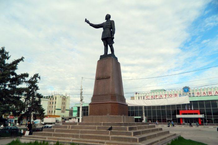pamyatnik-dzerzhinskomu-700x466