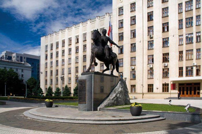 pamyatnik-kubanskomu-kazachestvu-700x466