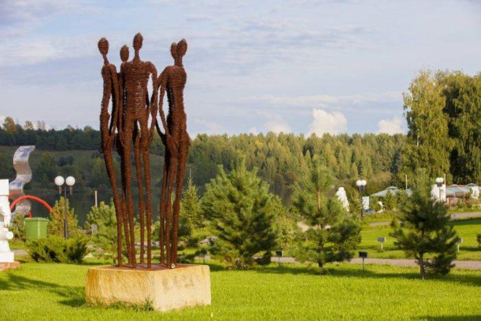 skulpturnyj-park-legenda-700x467