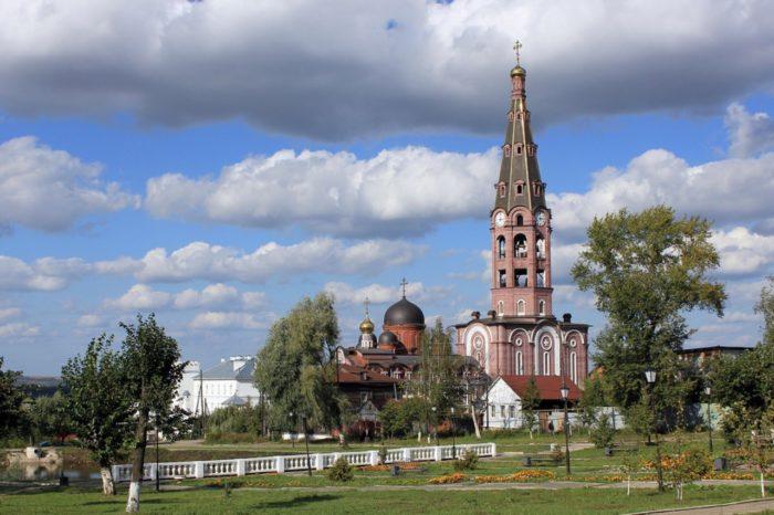 svyato-troickij-monastyr-v-alatyre-1-700x466