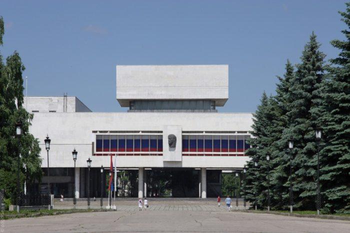 ulyanovskij-muzej-memorial-lenina-700x467