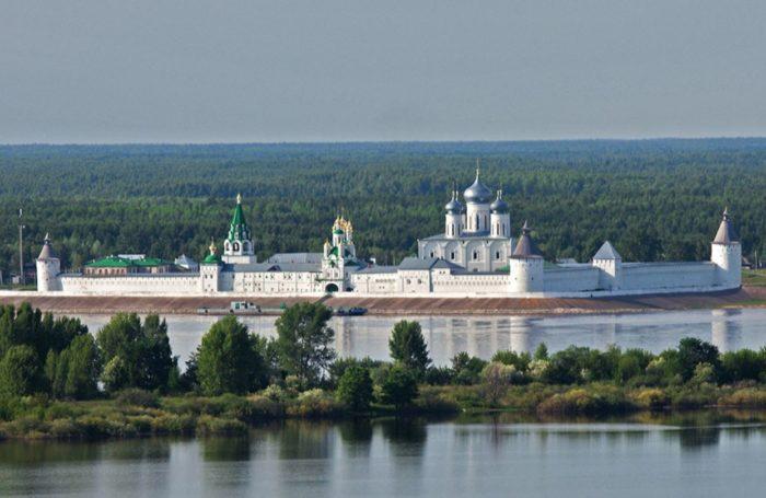 zheltovodskij-makariev-monastyr-700x455