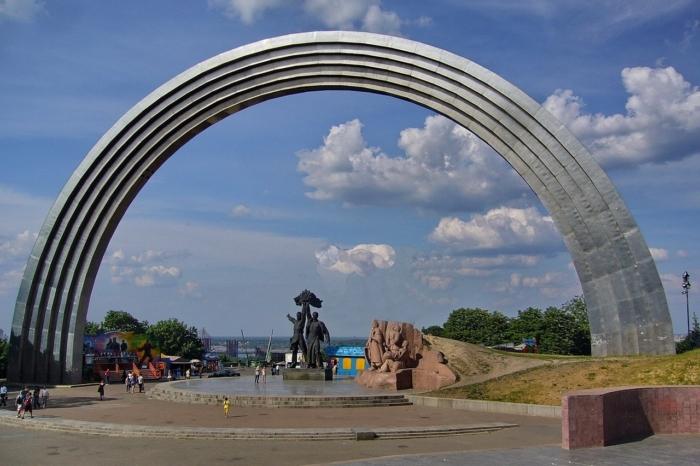 arka-druzhby-narodov-700x466