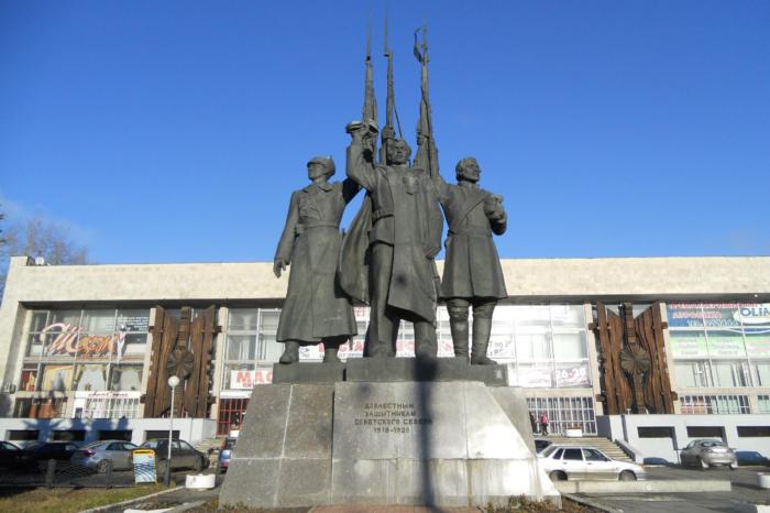 doblestnym-zashhitnika-sovetskogo-severa-700x466