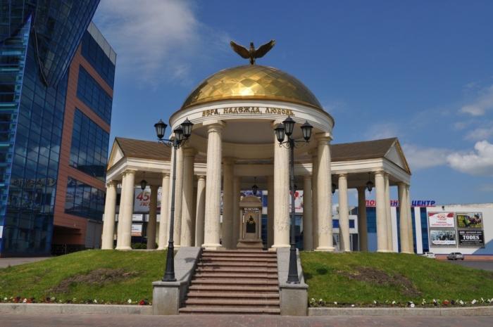 kolonnadnaya-kompozitsiya-vera-nadezhda-lyubov-700x465