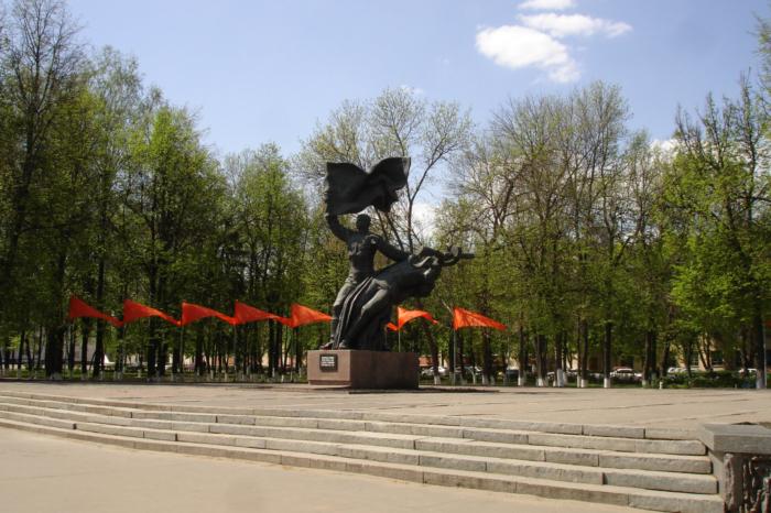 komsomoltsam-orlovshhiny-pogibshim-700x466