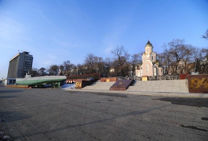 memorialnyj-kompleks-na-korabelnoj-naberezhnoj-700x474