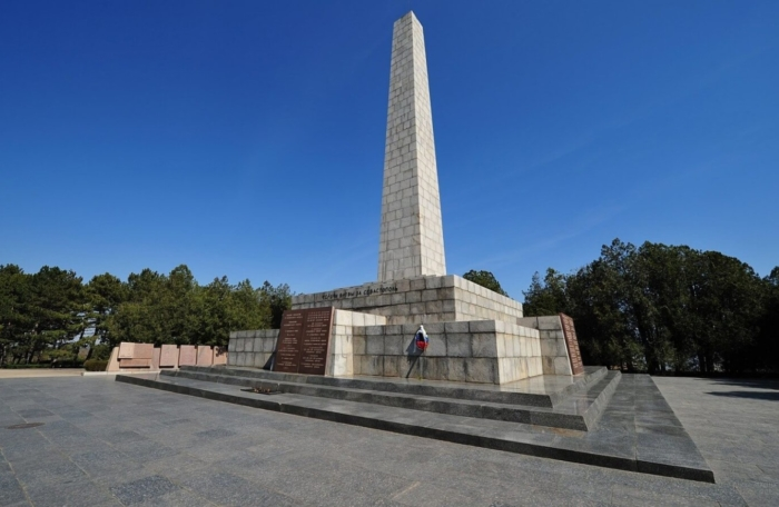 memorialnyj-kompleks-sapun-gora-700x456