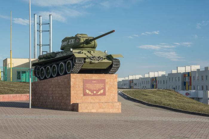monument-boevoj-slavy-tankt-34--700x467