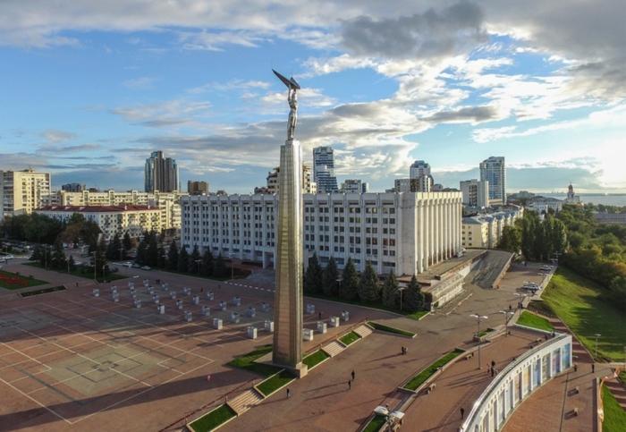 monument-slavy-700x483