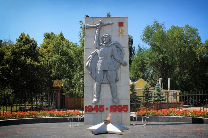 monument-soldat-pobedy-700x466
