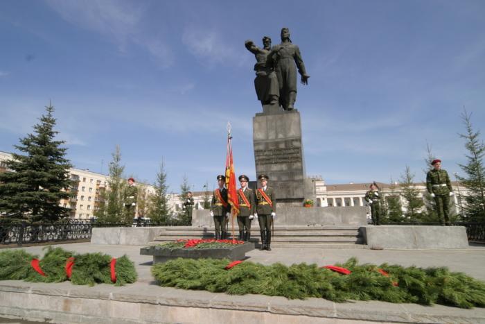 monument-voinam-uralskogo-dobrovolcheskogo-tankovogo-korpusa-700x467