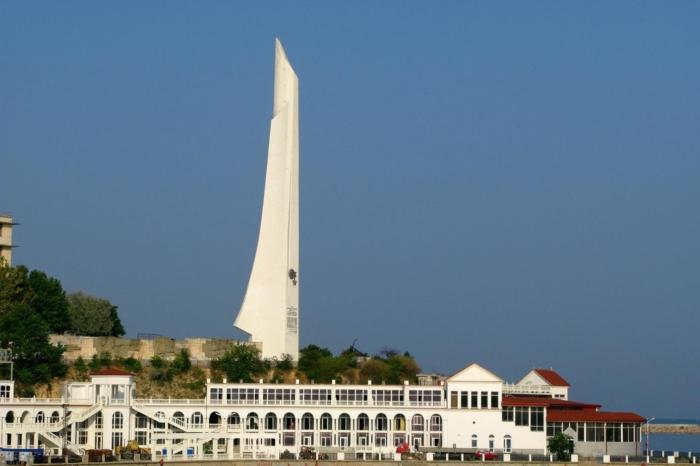 obelisk-gorodu-geroyu-sevastopolyu-700x466