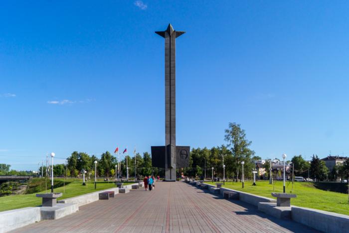 obelisk-pobedy-700x468