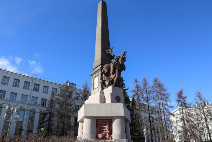 obelisk-severa-700x467
