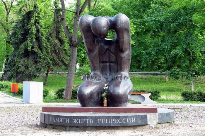 pamyati-zhertv-repressij-700x466