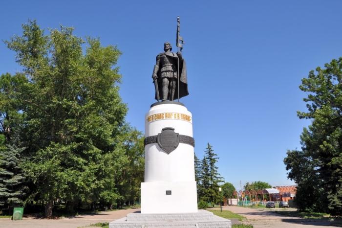 pamyatnik-aleksandru-nevskomu-700x466
