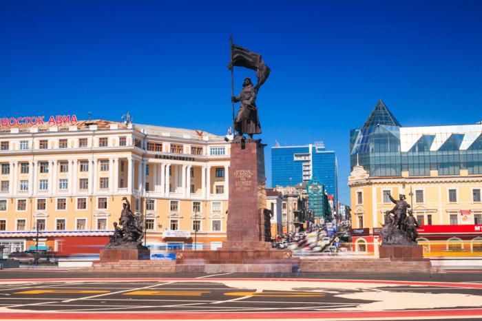 pamyatnik-botsam-za-vlast-sovetov-700x466