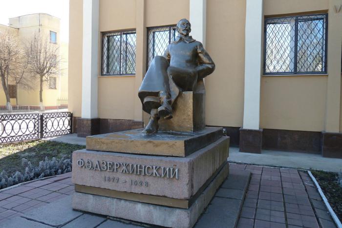 pamyatnik-fe-dzerzhinskomu-2-700x467