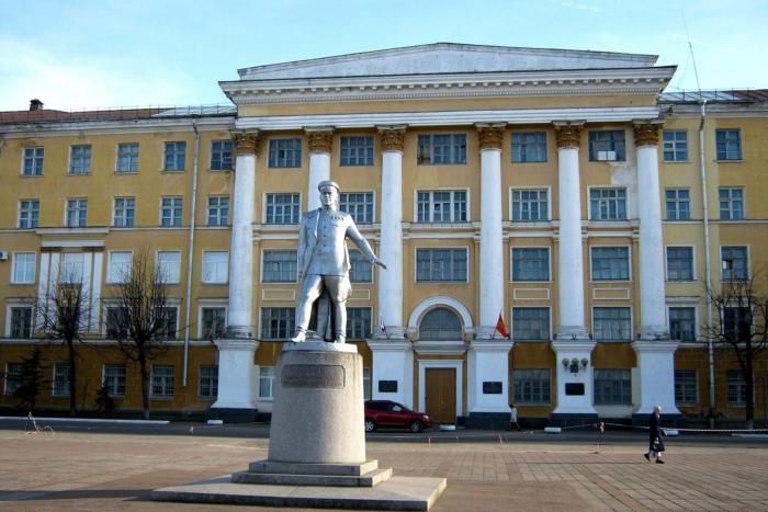 pamyatnik-gk-zhukovu-700x467
