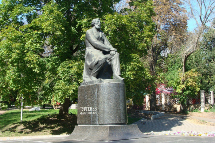 pamyatnik-is-turgenevu-700x467