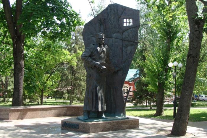 pamyatnik-kd-vorobevu-700x467