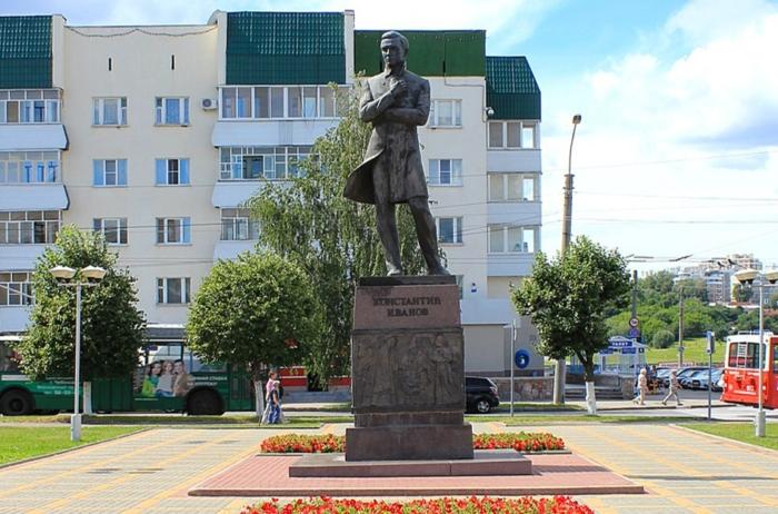 pamyatnik-kv-ivanovu-700x462