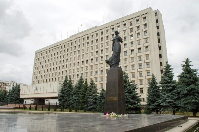pamyatnik-lese-ukrainke-700x464