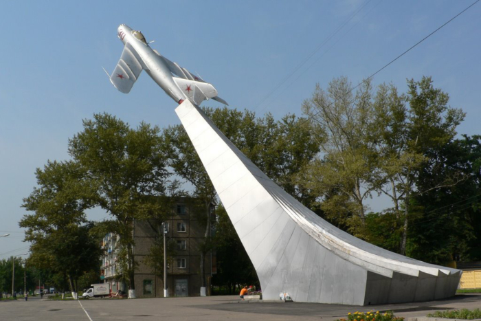 pamyatnik-letchikam-vov-700x467
