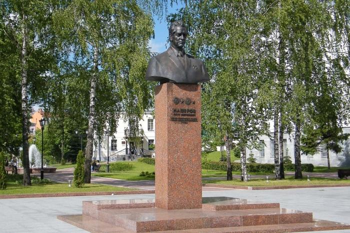 pamyatnik-pm-masherovu-700x467