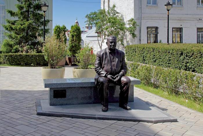 pamyatnik-rezhisseru-eldaru-ryazanovu