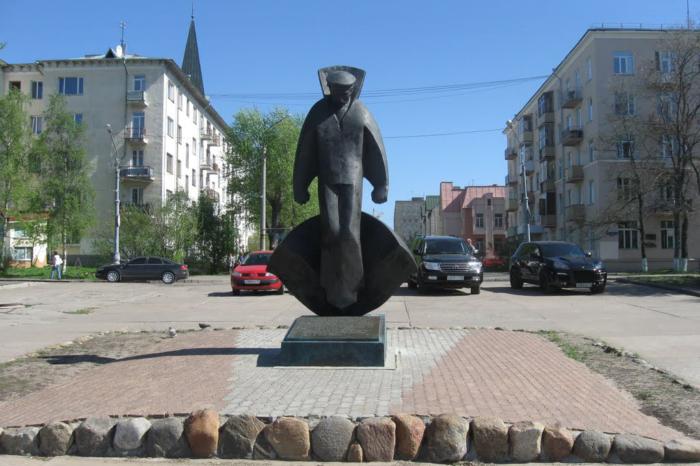 pamyatnik-solovetskim-yungam-700x466