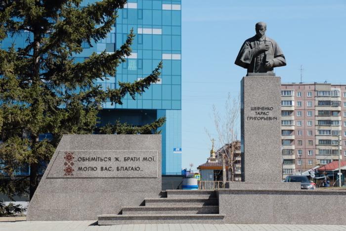 pamyatnik-tarasu-shevchenko-2-700x467