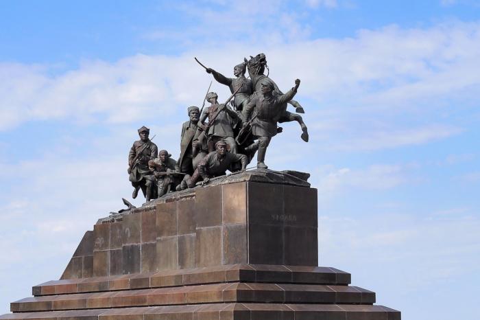 pamyatnik-vasiliyu-chapaevu-700x466