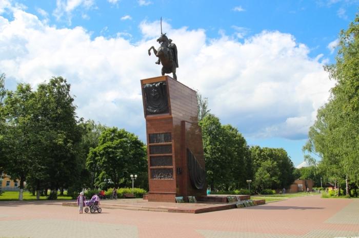 pamyatnik-vi-chapaevu-700x465