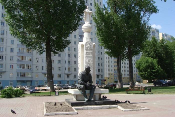 pamyatnik-vm-klykovu-700x467