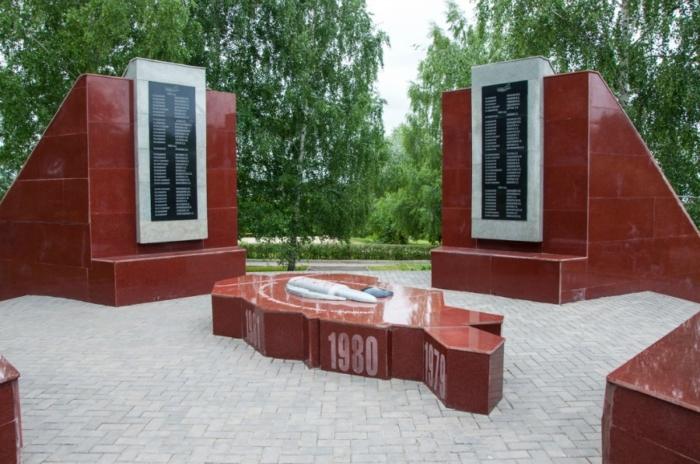 pamyatnik-vojnam-internatsionalistam-700x464