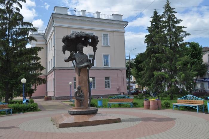 pamyatnik-vs-kalinnikovu-700x465