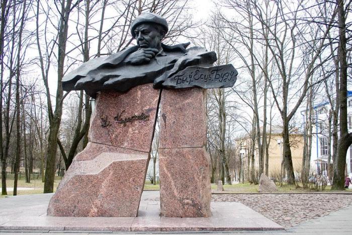 pamyatnik-vs-korotkevichu-700x467