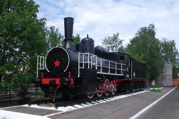 parovoz-pamyatnik-700x467