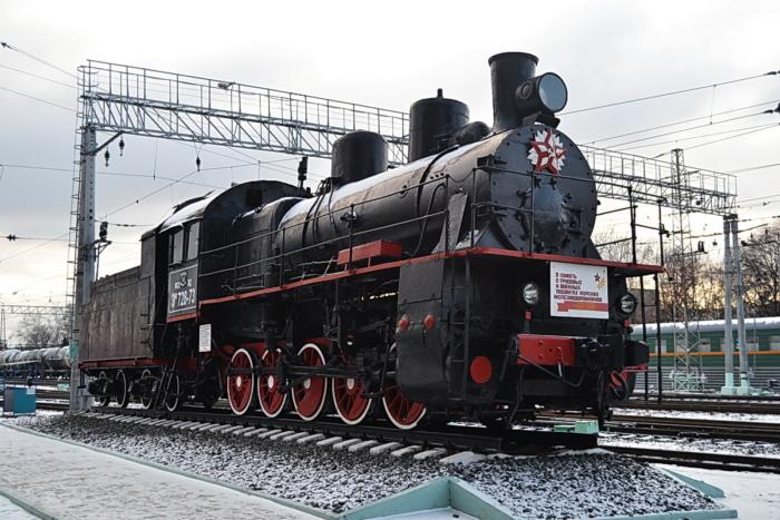 parovoz-pamyatnik-em-728-73-700x467