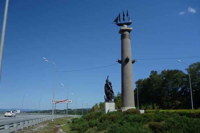 rostralnaya-kolonna-700x466