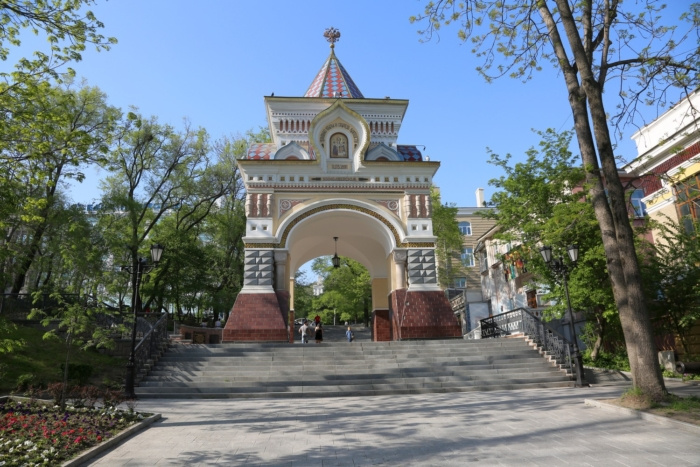 triumfalnaya-arka-tsesarevicha-nikolaya-700x467