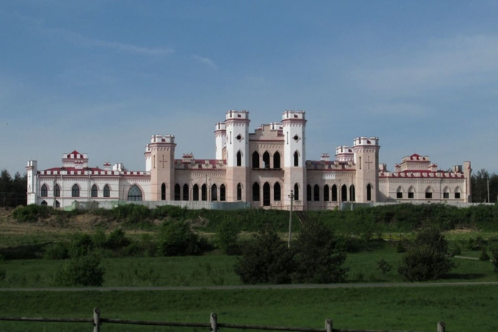 dvorets-puslovskih-700x467