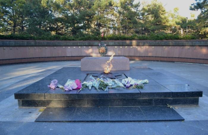 memorial-neizvestnomu-soldatu-700x456