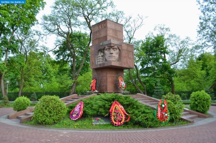 memorial-strazhi-granits-700x464