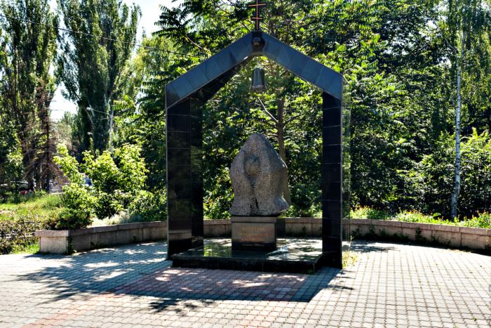 memorial-zhertvam-chernobylya-700x467