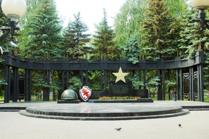 memorialnyj-kompleks-v-chest-pobedy-v-vov-700x467